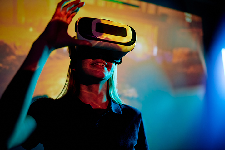 Excited Girl In New Virtual Reality LBTABZN